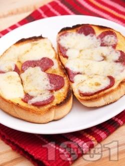 Топли сандвичи с масло, луканка и кашкавал печени на фурна - снимка на рецептата